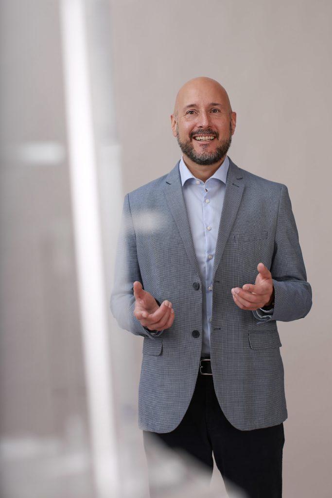 """(C) Kati Bruder: Der Mediziner Prof. Dr. Christoph Steininger ist Mitbegründer des """"Alles Gurgelt""""-Tests von LEAD Horizon."""